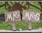 Mr and Mrs Signs His and Her Photo Prop Wedding signs. Rustic Wedding Photos. Country Weddings. Hand Held Signs Just Married Sign