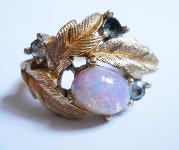 Items Similar To Opal Ring Exquisite Braided Opal: Items Similar To Gold Leaves And Opal Rhinestone Ring