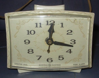 Vintage General Electric 60's Bedroom Alarm Clock Working