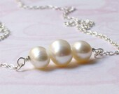Les trois perles  - Silver and Freshwater Pearl Necklace