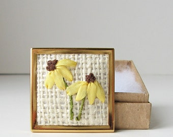 Black-eyed susans brooch,  embroidered jewelry, wildflowers brooch, yellow flowers pin, botanical pin, silk ribbon embroidery, rustic brooch