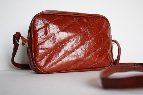 Vintage 70s leather square shoulder bag, rusty color, 7 x 4.5 x 1.5 inches.