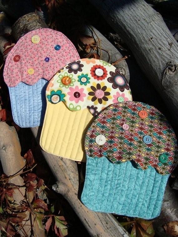Cupcake Hotpad e-pattern pdf pattern including apron napkin rings and tea towell applique