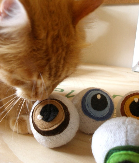 Catnip Eyeballs (Pair)