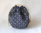 Yarn cozy -- Round drawstring bag -- knitting project bag
