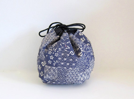Yarn cozy -- Round drawstring bag -- lace project bag
