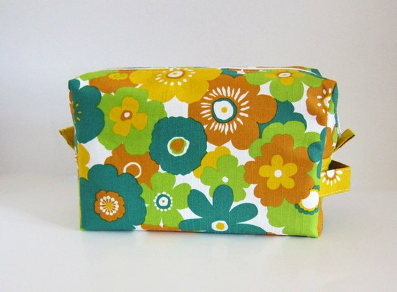 Large box Pouch inner zip pocket -- knitting project bag -- cosmetic case