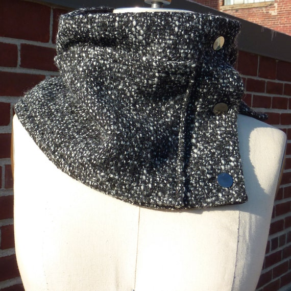 Unisex Oversized Grey Scarflette Collar with Pockets