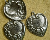 Heart metal stamping Antiqued silver, vintage  pendant charm  quantity two   flower  light weight  rb1