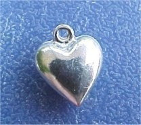 love heart pendant charm alice in wonderland queen of hearts 3 three  3d  a10