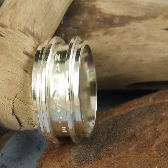 Namaste - Spinner ring in stering silver with inscription