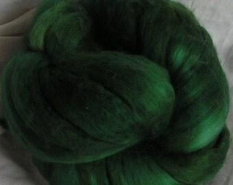 Merino Silk Top Fiber EMERALD ISLE Velvet Green 50 50 Sample Spin Felt Craft Roving One fourth ounce
