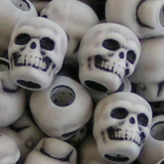 SKULLY BEADS - SKULL Halloween Day of the Dead Goth Embellish Your Handspun Crafts Plastic
