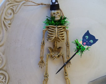 Halloween Decoration Clive:  A Festive Halloween Decoration Halloween Ornament Creepy