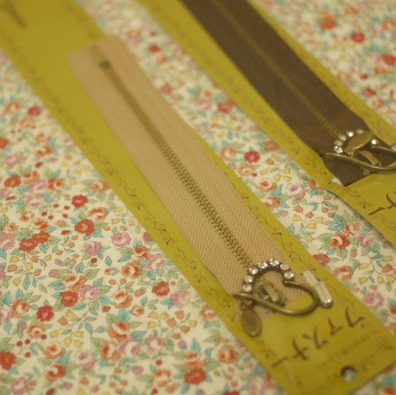 Japanese cute heart charm zipper, 15cm/6inches, beige