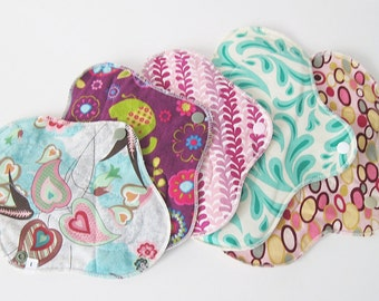 Mama Cloth Pads  Set of 5 - 8 & 10 inch Starter Pack .. 1 liner, 2 Regular, 2 Heavy .. Variety of Prints FREE SHIPPING