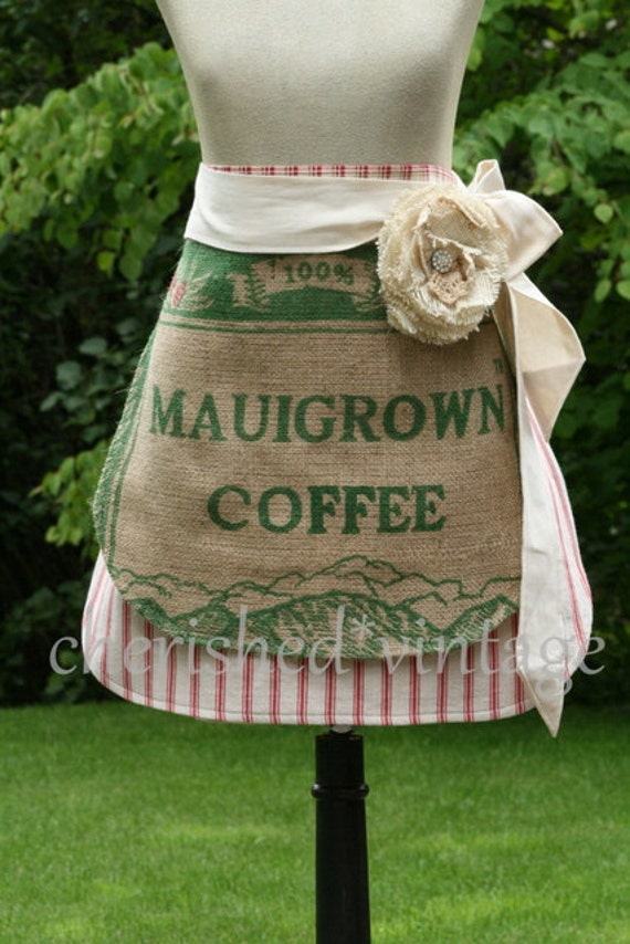 BURLaP MAUiGRowN CoFFEE SaCK APRoN with ReMoVeABLe FLoWeR PiN BRooCH