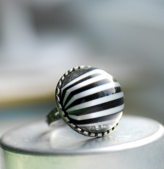 Black and White Striped Ring, Vintage Lucite and Antiqued Silver Metal Adjustable Cocktail Ring - Big Top