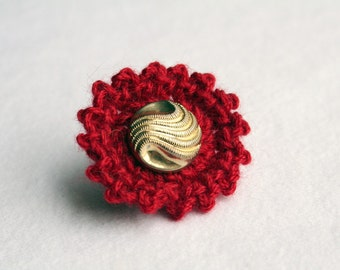 Bombshell Belle - Ming - red crocheted ring with gold tone vintage button