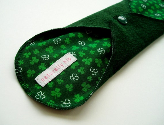 "10.5"" Flannel Cloth Menstrual Pad - Shamrocks Green"