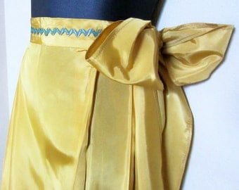 Holiday, Apron, 1950s Handmade, Golden Yellow with Green Rickrack Trim, Simple Party Elegance, Entertaining