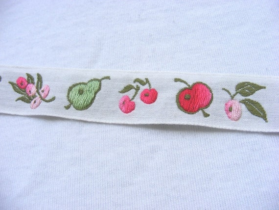 FOR JULIET cream cotton trim with embroidered fruit and berries