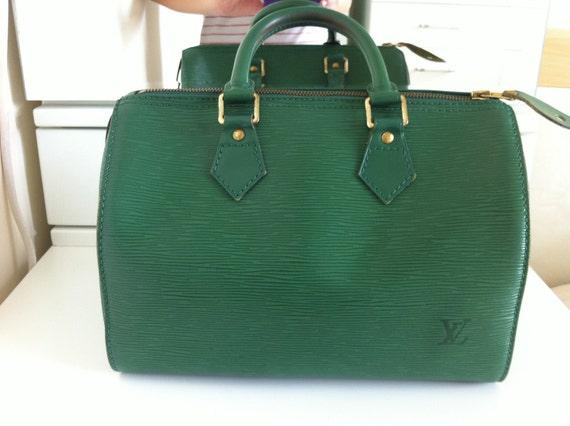 Authentic LOUIS VUITTON Epi Speedy 25 Bag