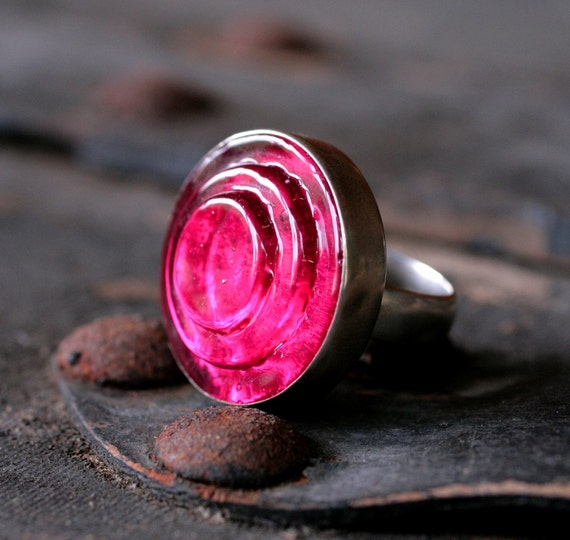 HOT pink ACTIVATE ring- size 7