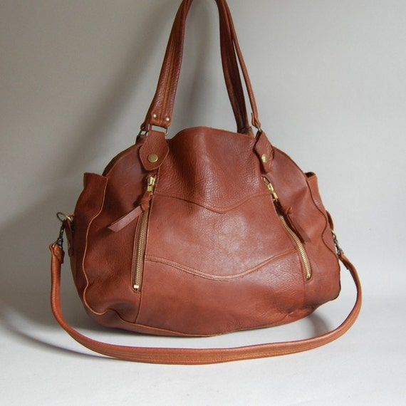 Larch leather bag in whiskey - clip on strap