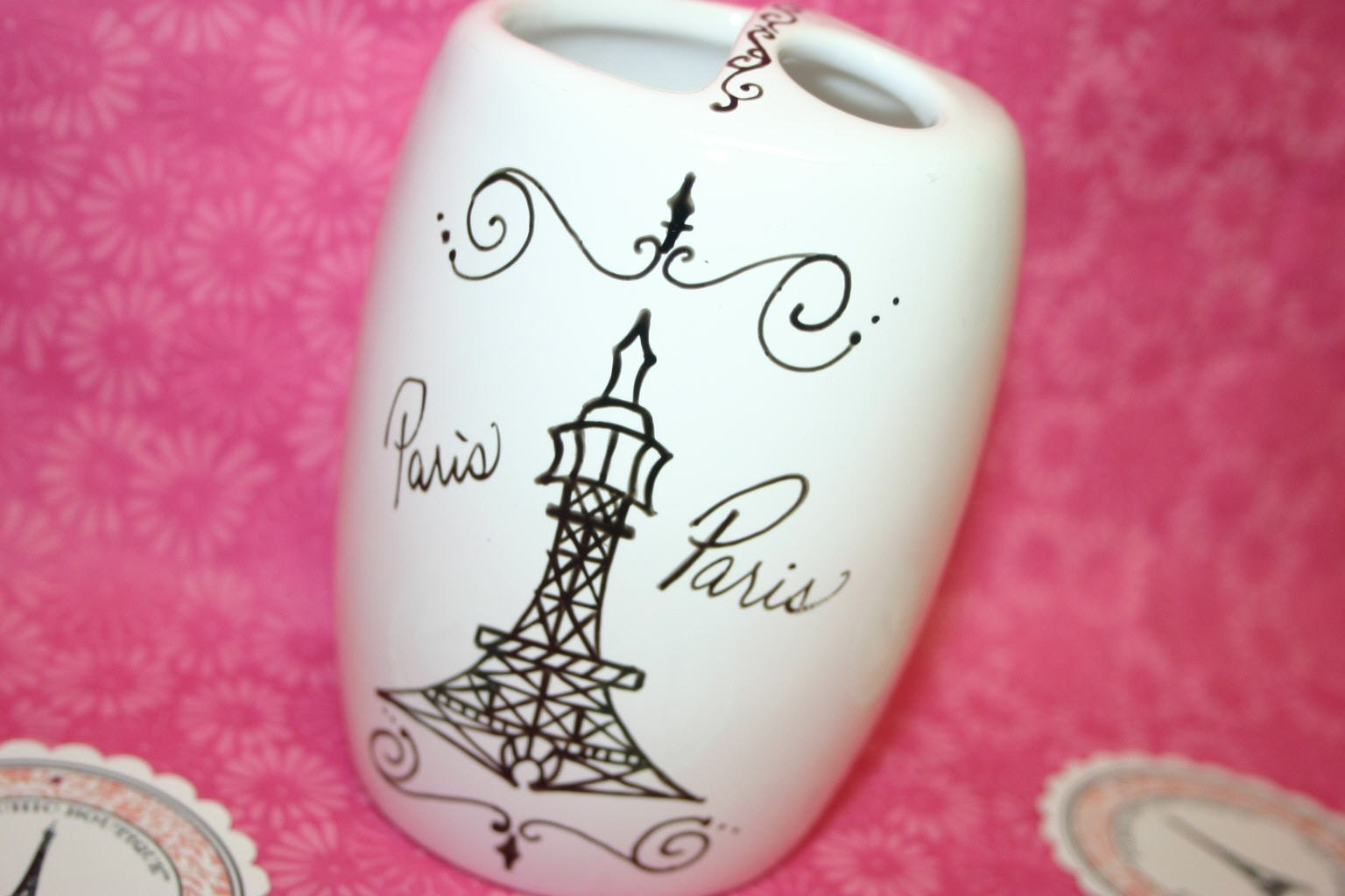 Eiffel tower toothbrush holder paris themed by for Eiffel tower bathroom accessories