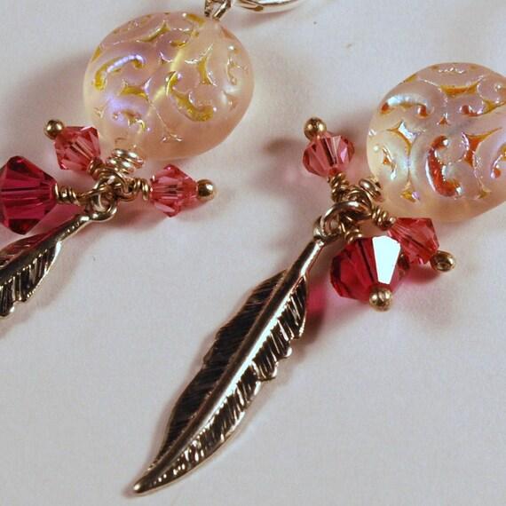 Dangling Earrings Shield and Feather Rose Fuschia