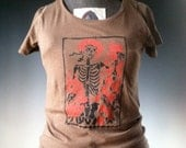 Women's Skeleton and Roses / Grateful Dead / Macabre / Day of the Dead Organic Cotton Scoop Neck Tee / T Shirt in Tobacco Brown