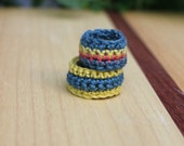 Duo, 2 rings for 2 fingers, crochet blue green, yellow and orange from Bijoux tricot