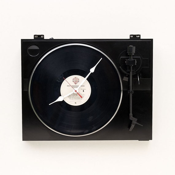 Clock made from a recycled Fischer turntable