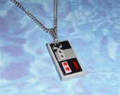 NECKLACE - NES Nintendo Controller