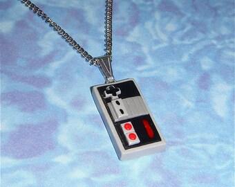 NECKLACE - NES Nintendo Controller