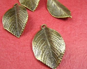 50% OFF SALE - 4pcs 35x20mm Antique Bronze Vivid Leaf Charm Pendant AB325