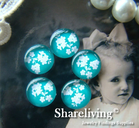 12mm Glass Cabochon, 8mm 10mm 14mm 16mm 20mm 25mm 30mm Round White Flower image Cabochons - BCH086A