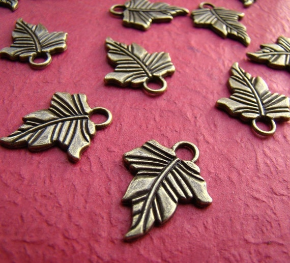 12pcs 20x16mm Antique Bronze Leaf Charm Drop CH137