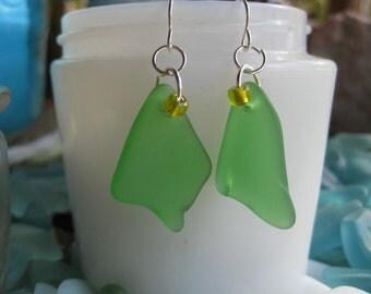 TrAsH gLaSs kelly green beachglass inspired earrings