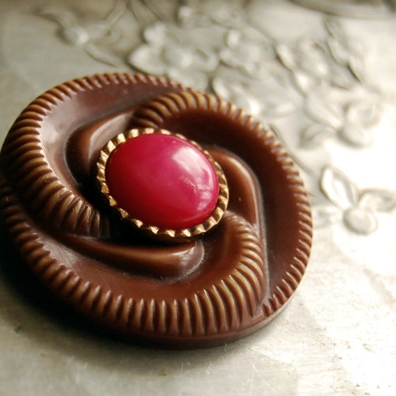 Vintage Button Brooch Swirlie Girl Brown Pink Vintage Button Jewelry Eco Friendly