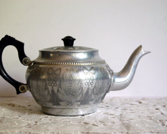 Vintage Teapot Aluminum Sona Ware English Kettle Bakelite Handle