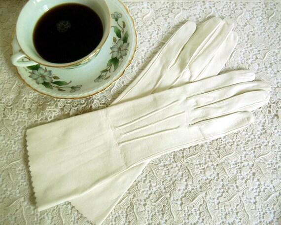 Vintage Gloves White Doeskin H. A. & E. Smith Bermuda, Size 7, Leather Gloves England