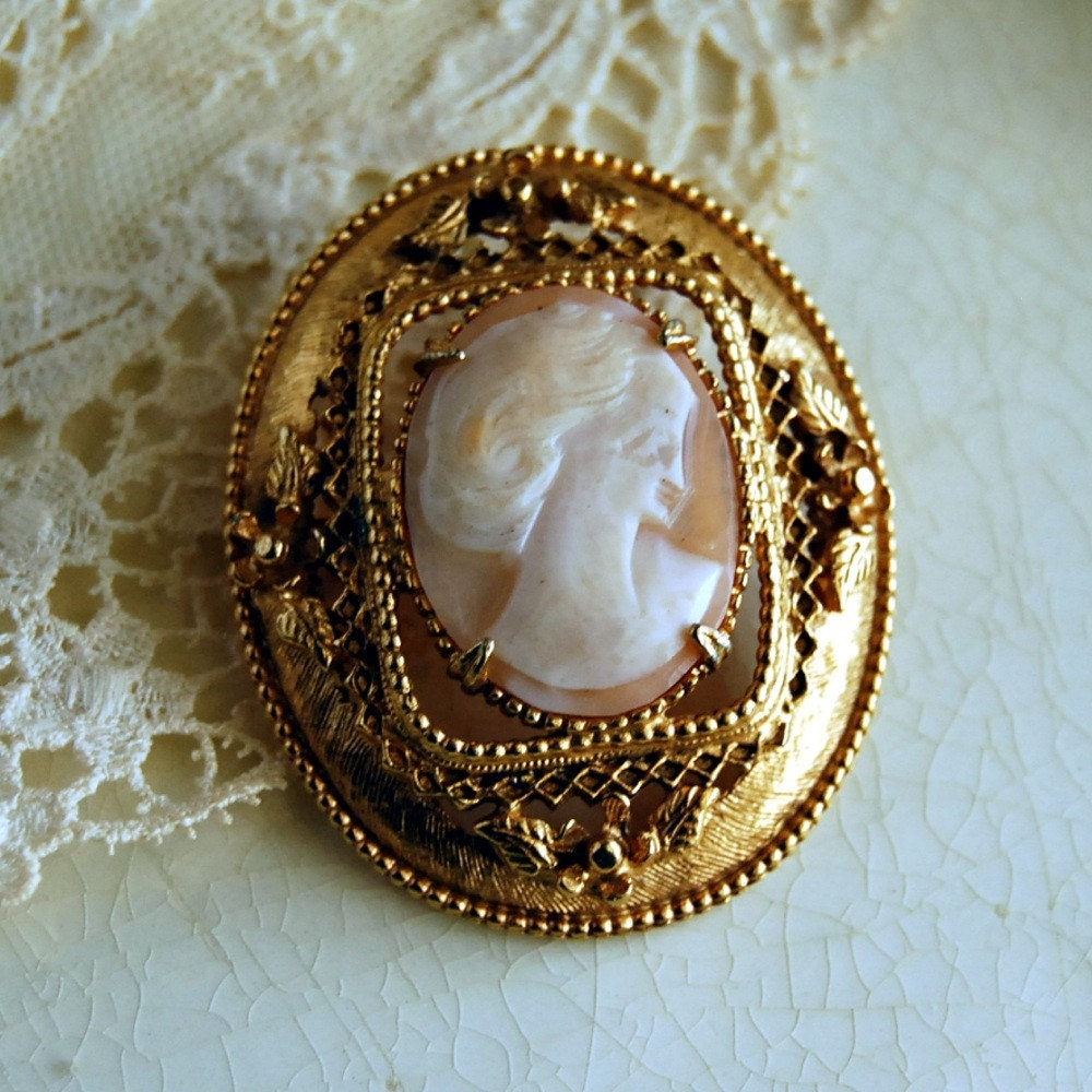 Vintage Cameo Brooch Italian Geno Hand Carved Shell Cameo