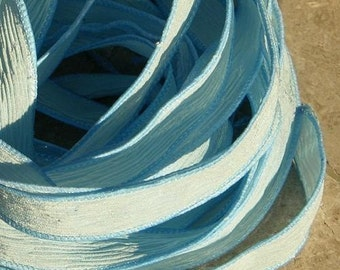 Rubans de soie de BABY BLUE chaînes, ruban de soie froissée, teinté à la main, Pastel bleu poudre, s'enroule bijoux pour Bracelets ou colliers