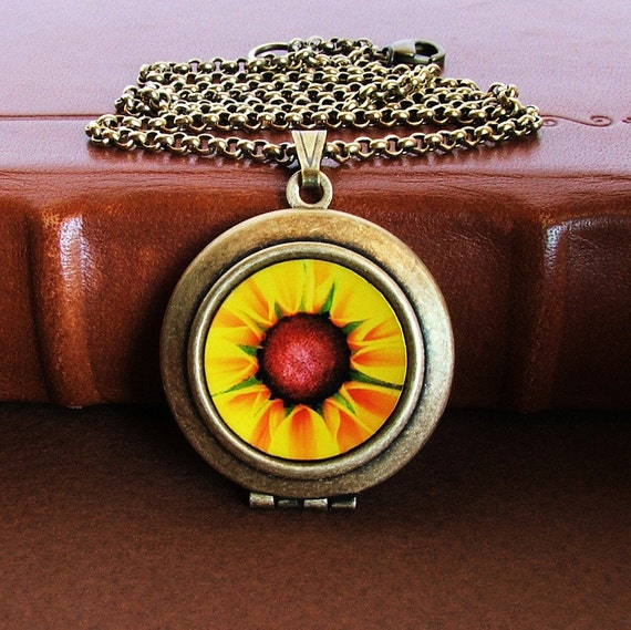 Susan- Photo Art Locket Necklace-Collaboration with Flandersfield