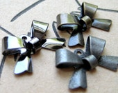 Large Lot of Vintage Metal Bows - Detash