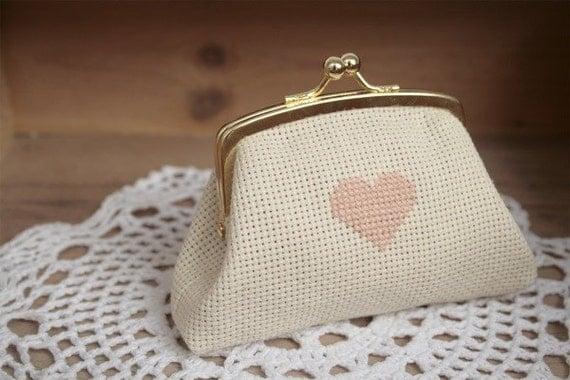 heart frame purse . monedero corazon