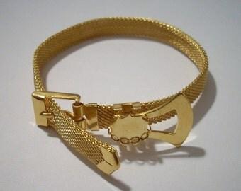 Vintage Gold Mesh Band Belt Buckle Bracelet with 8 x 10 mm Cabochon Setting