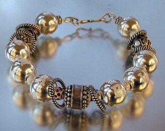 Single strand mother's bracelet